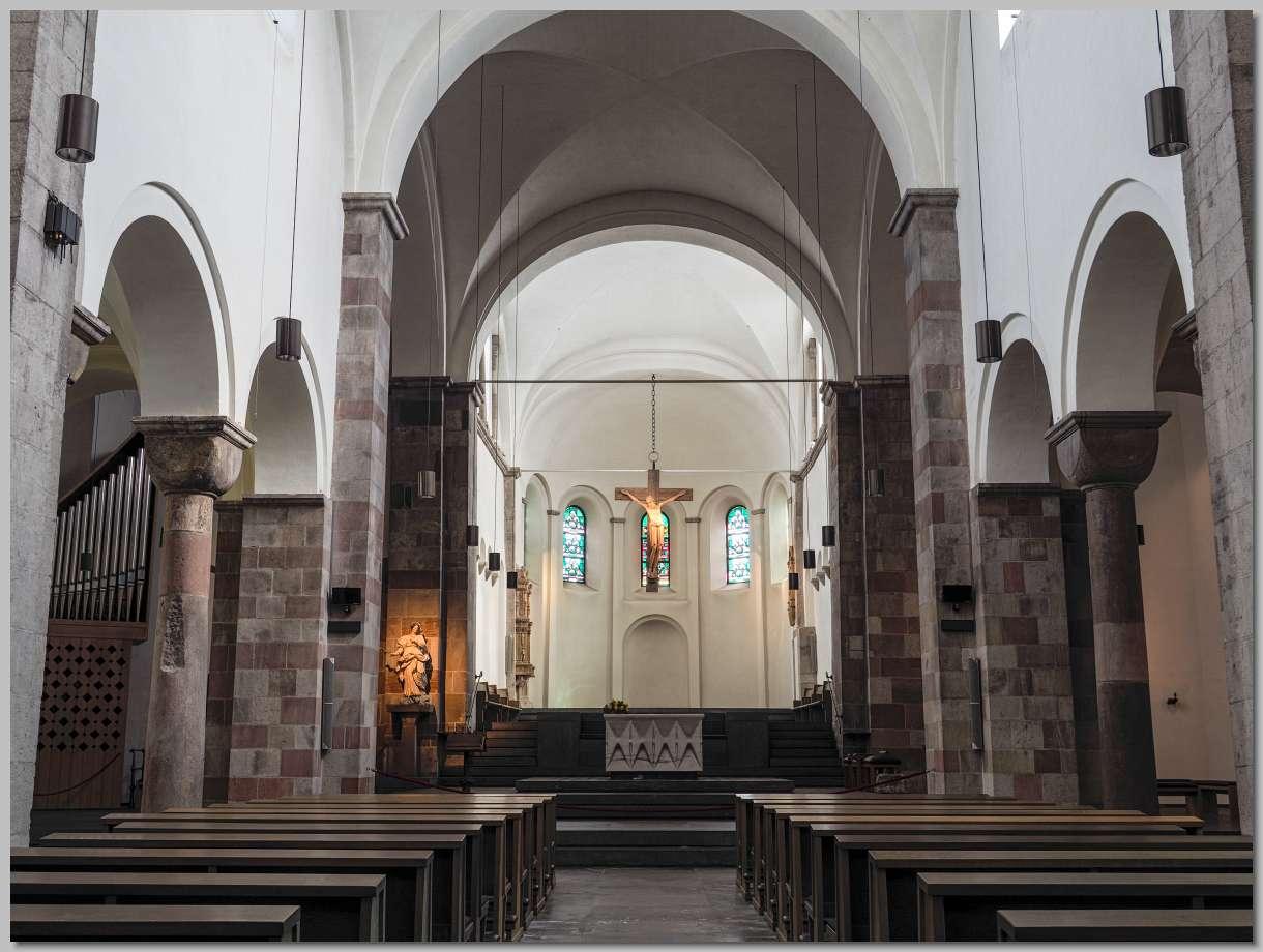 9280430 keulen st georg interieur koor crucifix hr foto 280916