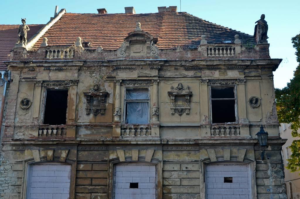 West bohemen zatec vervallen huis - Oude huis fotos ...