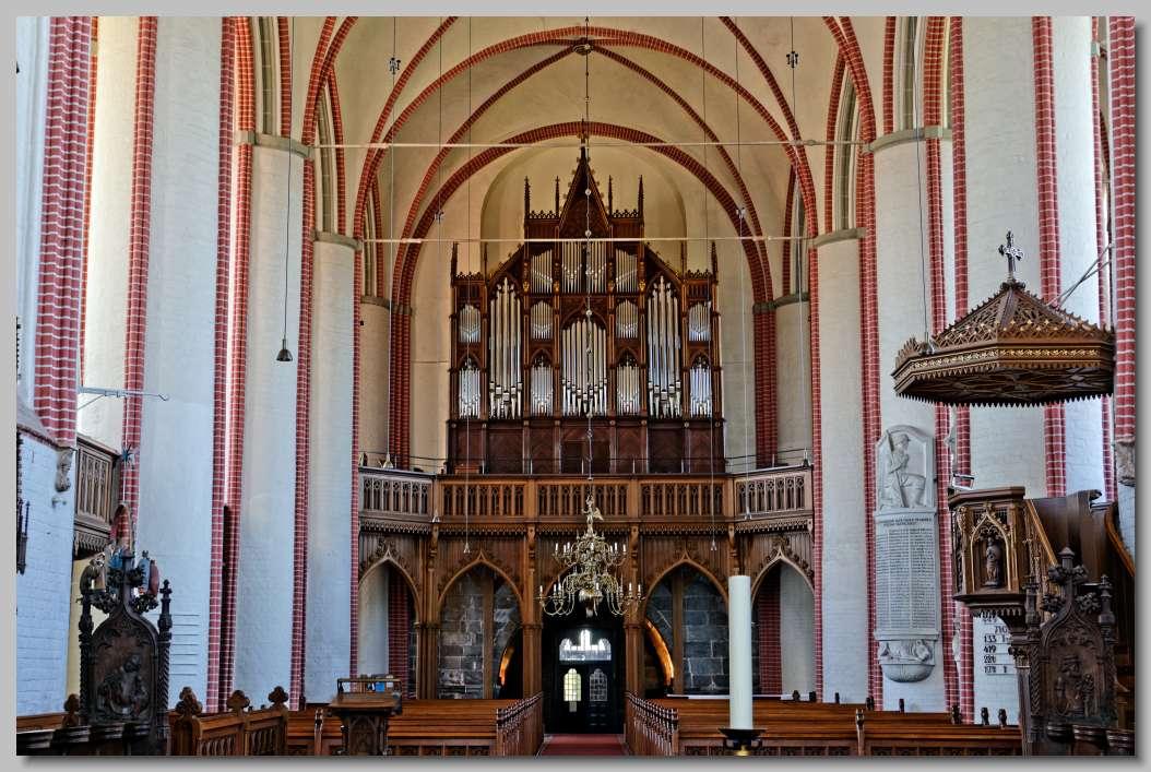 De Romaans-gotische domkerk St. Peter und Paul van Bardowick bij ...
