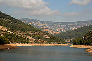 Embalse de Ulldecona in het Maestrat gebergte in Spanje
